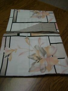 2 Springs Industries White/Multi-color Floral/Stripe Print Standard Pillow Shams