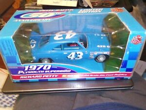 TOTAL 4 CARS Set of 2 1970 Plymouth SuperBird Richard Petty  1/24 & 1/43 Scale