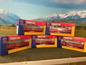 HO Scale -  5 Feight cars + one free Tanker - ( all new )