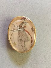 VINTAGE OVAL BROOCH PIN JAPANESE 1812 ILLUSTRATION WOMAN w DIABOLO GOLD TONE