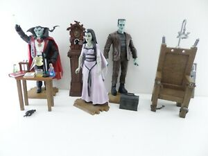 Diamond Select The Munsters Action Figure Electric Chair Set Herman Grandpa Lily
