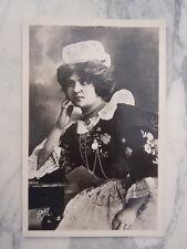 Ancienne carte postale femme en coiffe de Quimperlé Bretagne