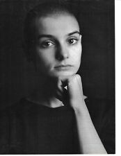 SINEAD O'CONNOR PINUP - B&W - HER SERIOUS SIDE!!