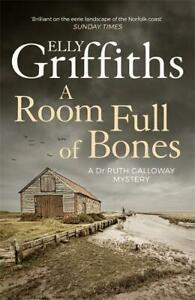 A Room Full of Bones: The Dr Ruth Galloway Mysteries 4, Griffiths, Elly, Very Go