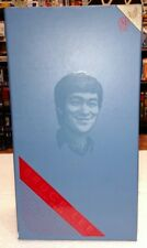 2011 HOT TOYS BRUCE LEE IN CASUAL WEAR 1/6TH SCALE FIGURE IN BOX