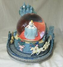 RARE Vintage Disney Store Princess Cinderella Castle Musical Water/Snow Globe