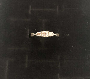 14k WHITE GOLD DIAMOND RING. size 7. PAST,PRESENT,FUTURE