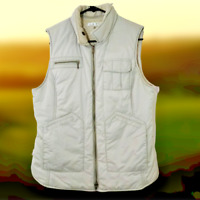 Cabi Womens Medium Puffer Vest Front Zip With Pockets Style #189 Cream Colored