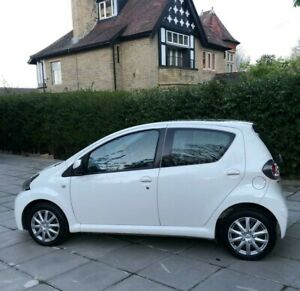 TOYOTA AYGO 1.0 MOVE WHITE BLACK 1 OWNER FSH EXCELLENT CONDITION 2014