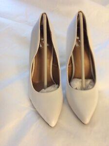 Report Women's Shoes Stiletto Heels White Size 6.0