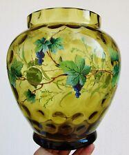 Moser Glass? Gros vase en verre émaillé décor de vigne raisin