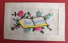 CPA. BRODÉE. Bon Baiser. Fleurs Roses. Myosotis. Livre. 1919.