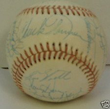 1976 OAKLAND A's - Team signed ball - 25 signatures