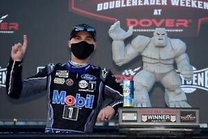 NASCAR SUPERSTAR KEVIN HARVICK WINS AT DOVER  8X10 PHOTO W/BORDERS