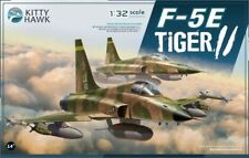 Kitty Hawk 1/32 F-5E Tiger II Fighter-Come with 2pcs free resin figures KH32018