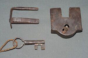 Old Iron Padlock 8 CM with Key Castle