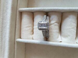 Stunning diamond ring wedding set ERNEST JONES