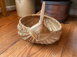 """Vintage Buttocks Splint Egg Gathering Basket w/ Wood Handle and God's Eye 8"""" D"""
