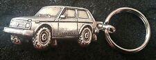 Lada Niva Schlüsselanhänger silbern relief - Maße Fahrzeug 48x25mm