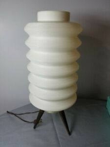VINTAGE PLASTIC SHADE MID CENTURY MODERN TRIPOD BASE LAMP
