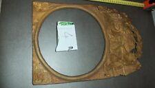 N4. Ancien fronton horloge comtoise en laiton repoussé à décor de couple causant