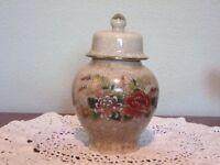 """Vintage Otagirl (O M C) Japan Lovely Floral Crackle Ginger Jar Gold Accents 4.5"""""""