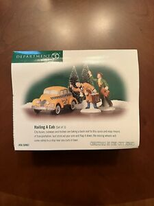 """NEW Department 56 - Christmas in the City """"Hailing A Cab"""" 56.58961 - RETIRED"""