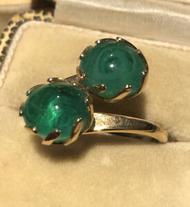 Vintage Sarah Coventry Green Poured Glass Crossover Ring
