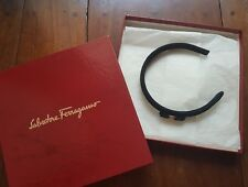 SALVATORE FERRAGAMO LOGO EMBOSSED BOW HAIR BAND, BLACK GOLD