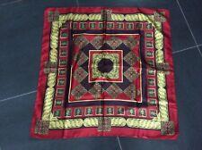 Foulard en soie carré vintage