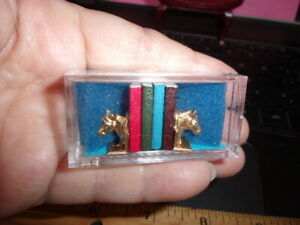 DOLLHOUSE 1:12 Miniature Town Square Heavy Metal Cat Bookends w//4 Books