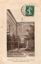 LA ROCHE SUR YON Statue de la Sainte Vierge à côté de l'Eglise Saint Louis