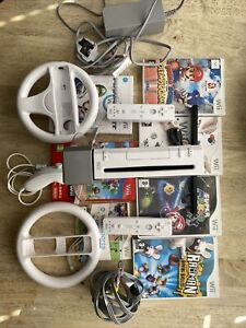Nintendo Wii Console Bundle with Games And Controllers - White
