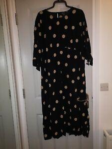 Maternity Midi Dress Size 20. New look. Black beige spotty