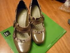 Clark shoes 5.5 2.5 inch heel two-toned wide wonderful 'cushion soft'