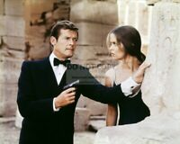 "ROGER MOORE & BARBARA BACH IN ""THE SPY WHO LOVED ME"" - 8X10 PHOTO (OP-572)"