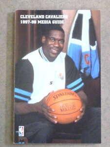 CLEVELAND CAVALIERS NBA BASKETBALL MEDIA GUIDE - 1997 1998 - NEAR MINT