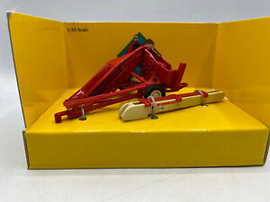Ertl Case IH Corn Picker 1/43 Scale Diecast Farm Classics Implement 2621