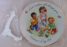 Avon Love makes all things Grow 1991 Mother's Day - Collectible Miniature Plate