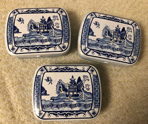 Useful Willow Pattern 6cm x 5cm Metal Storage Tins (x 3 Included)