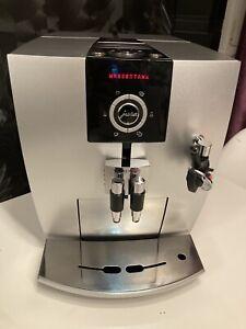 Jura Impressa J5 - Silber/Weiß Kaffeevollautomat