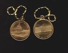 WHITE HOUSE/CAPITOL MEDAL  GOLD TONED WITH LOOP AND KEY CHAIN