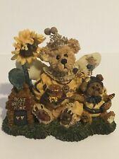 Boyds Bears & Friends Bearstone Victoria Regina Buzzbruin Flowers Nos