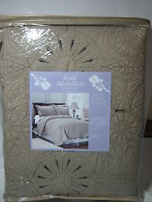 Aussino Home Gold Medallion Full/Queen Quilt and Shams Set 3 pcs Gold/Black NEW