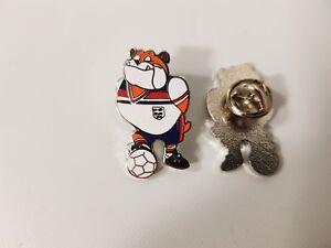 England Euros Footballs Coming Home World Cup Bulldog Bobby Lapel Pin Badge