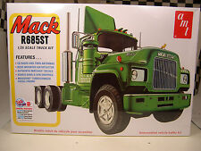 MACK R685ST SEMI TRUCK RETRO DELUXE AMT 1:25 SCALE PLASTIC MODEL TRUCK KIT
