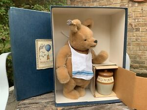 1998 R. John Wright Winnie the Pooh with Honey Pot. Excellent Cond. #1102/5000