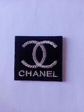 Parche bordado para coser estilo Chanel 4,5/4,5 cm color plata adorno ropa
