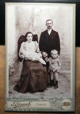 Familie - Frau in Tracht mit Baby & Mann mit Bart & Junge / KAB J. Fiausch Graz