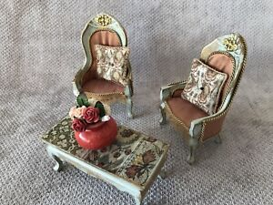 DOLLS HOUSE 1/12 SCALE SHABBY CHIC QUEEN ANN STYLE CHAIRS & COFFEE TABLE.